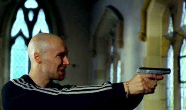 """ظهر في الكنيسة في الحلقة الثالثة وهو يسب و يشتم و يصوّب مسدساً (على طريقة """"يوتوبيا""""), قبل أن يلقى حتفه على يد """"ميلنر"""" و سلاحها الرسميّ. أغلب الظن انه كان مجرد بيدق أخر من بيادق النيتوورك, إستخدمته """"ميلنر"""" لكي تنال ثقة الجماعة."""